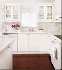 Dark Floors Yes, White Cabinets Yes, Marble Island Top Yes, White Appliances  ?