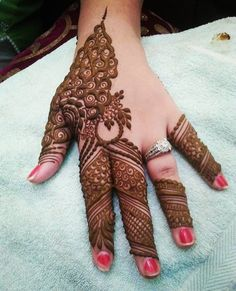Simple Mehendi designs to kick start the ceremonial fun. If complex & elaborate henna patterns are a bit too much for you, then check out these simple Mehendi designs. Indian Henna Designs, Mehndi Designs For Girls, Mehndi Designs For Fingers, Wedding Mehndi Designs, Unique Mehndi Designs, Mehndi Design Pictures, Latest Mehndi Designs, Beautiful Henna Designs, Mehandi Designs