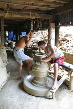 Experience Burnay Pottery in Vigan - DONE October 2015 Vigan, Philippines Culture, Philippines Travel, Ilocos, Filipino Culture, Countries To Visit, Seven Wonders, My Heritage, Southeast Asia