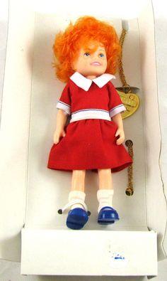 Little Orphan ANNIE Knickerbocker Doll +Locket vintage 1982