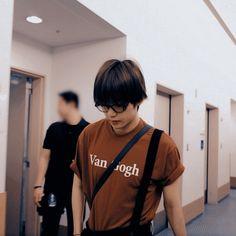 """Taehyung with his shirt tugged into his pants, a dangerous thread:"" Daegu, Vmin, Bts Boys, Bts Bangtan Boy, V Bts Wallpaper, V Taehyung, Bts Photo, Bts Pictures, Taekook"