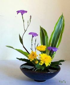ikebana Más Arrangements Ikebana, Ikebana Flower Arrangement, Beautiful Flower Arrangements, Flower Vases, Floral Arrangements, Beautiful Flowers, Cactus Flower, Deco Floral, Arte Floral