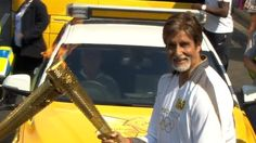 Amitabh Bachchan (@SrBachchan) carries Olympic flame - a great pride for Indians across the globe as it has never happened earlier and doubt it would happen again