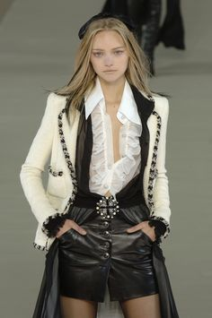 Chanel Fall 2006 Runway Pictures - StyleBistro