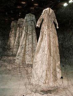 Chiharu Shiota - installation - After the Dream