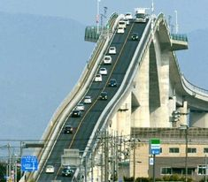Then you definitely wouldn't want to cross Eshima Ohashi bridge in Japan. This roller coaster-style bridge spans across Lake Shimane, Tottori, Cadiz, Places Around The World, Around The Worlds, Ing Civil, Scary Bridges, Dangerous Roads, Japan Photo