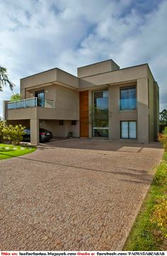 Residencia DF is located in São Paulo, Brazil and was designed by Pupo Gaspar Arquitetura. The home is all warm elegance, with rich woods and earthy colors all around. Photos courtesy of Pupo Gaspar Arquitetura Share your Thoughts House Outside Design, House Front Design, Modern House Design, Model House Plan, House Plans, Garage Ouvert, Pergola Metal, Beverly Hills Houses, Design Exterior