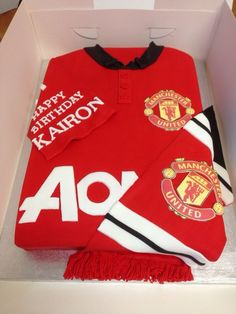 Manchester United football shirt cake Unique Cakes, Creative Cakes, Dexter Cake, Manchester United Cake, Boy Birthday, Birthday Board, Birthday Cakes, Shirt Cake, Football Themes