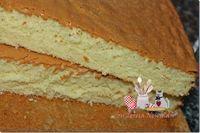 Pão de Ló: 06 ovos 02 xicaras (chá) de açúcar ½ xicara (chá) de agua quente ½ xicara (chá) de Leite quente ¾ de xicara de óleo de milho 01 pitada de sal 03 xicara (chá) de farinha de trigo 01 colher de sopa de fermento em pó Other Recipes, Sweet Recipes, Cake Recipes, Dessert Recipes, Food Cakes, Portuguese Sweet Bread, Cupcakes, Yummy Cakes, Cookie Decorating