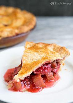 Strawberry Rhubarb Pie ~ The best strawberry rhubarb pie recipe! Sweet fresh strawberries paired with tart rhubarb and a hint of orange zest. ~ www.simplyrecipes.com/?utm_content=buffer42e0c&utm_medium=social&utm_source=pinterest.com&utm_campaign=buffer