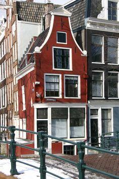 Amsterdam Houses, Amsterdam Canals, Amsterdam Netherlands, Dutch House, Interior Minimalista, Window Displays, Living Room Interior, Tiny House, Around The Worlds