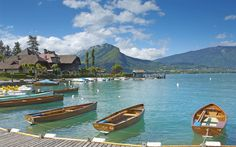 Descargar fondos de pantalla El lago de Annecy, Francia, ciudad lago, barcos, muelle, verano, la parte Superior de Saboya