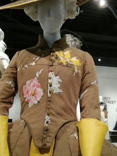 Les costumes en vrai : Outlander, Downton Abbey, Game of Thrones et les autres Downton Abbey, Outlander, Game Of Thrones, Marquise, Little Red, Peony, Bomber Jacket, Gowns, Costumes