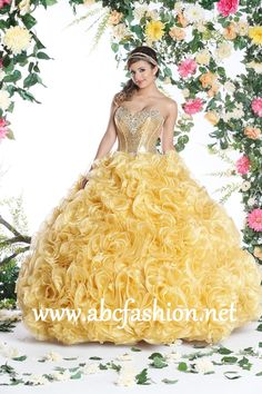 Q by DaVinci Quinceanera Dress Style 80261 is made for Sweet 15 girls who want to look like a beautiful Princess on her special day with its lovely design. Made out of Shimmer Organza, this two piece
