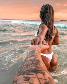 Couple Beach Pictures, Vacation Pictures, Tumblr Beach Pictures, Beach Photography Poses, Cute Couples Goals, Beach Poses For Couples, Foto Pose, Surf Girls, Couple Shoot