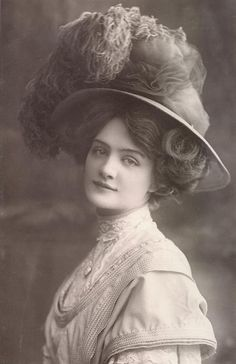 """Lily Elsie in """"The Merry Widow,"""" October 1907."""