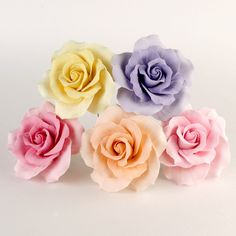 Mixed colors and sizes of Gumpaste Roses handmade sugar cake decorations and cake topper perfect for rolled fondant wedding cakes. | www.CaljavaOnline.com #caljava #sugarflower #gumpaste #rose