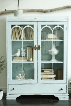 Cottage appeal. Little cupboard. Soft blue. Shabby Chic. Furniture. Display.