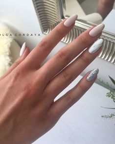 Semi-permanent varnish, false nails, patches: which manicure to choose? - My Nails Almond Shape Nails, Almond Nails, Nude Nails, Nail Manicure, Coffin Nails, Shellac Nail Art, Perfect Nails, Gorgeous Nails, Hair And Nails