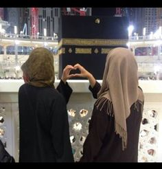 Me and my bff in sha allah Hijabi Girl, Girl Hijab, Bff, Muslim Girls, Muslim Couples, Muslim Fashion, Hijab Fashion, Beau Hijab, Moda Hijab