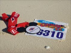 Castaway Cay 5K Medallion and Bib | Running at Disney | runDisney | #runDisney #CastawayCay5K #CastawayCayChallenge #DisneyCruiseLine #DCL #WDWMarathon #PrincessHalf