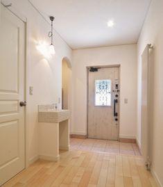 かわいいけど甘すぎない!オトナ女子がつくったおうち - かわいい家photo Small Places, House Entrance, My House, Bathtub, House Design, Bathroom, Interior, Home Decor, Home Entrances