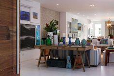 como decorar aparador 9163-sala-de-estar-casa-praia-da-baleia-iii-in-house-viva-decora