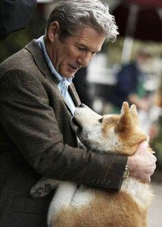 Richard Gere in Hachiko a Dog's Story. Richard Gere, Beau Film, Hachi A Dogs Tale, A Dog's Tale, Celebrity Dogs, Japanese Akita, Image Film, Sad Movies, Cutest Animals