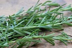 Drying fresh rosemary just got easier. Learn 4 easy ways to dry rosemary and decide which way is best for you. Canning Dill Pickles, Pickles Recipe, How To Dry Rosemary, Thing 1, Starting A Garden, Canning Recipes, Frozen, Stuffed Peppers, Homemade
