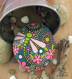 Painted Rock, motivo de libélula, Mandala Rock arte diseño, arte rupestre, el arte de piedra Natural, pintado a mano arte, campos de colección de color #56