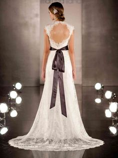 Search Used Wedding Dresses & PreOwned Wedding Gowns For Sale 2015 Wedding Dresses, Wedding Dresses Plus Size, Wedding Dress Styles, Bridal Dresses, Gown Wedding, Ball Dresses, Ball Gowns, Keyhole Back Wedding Dress, Lace Weddings