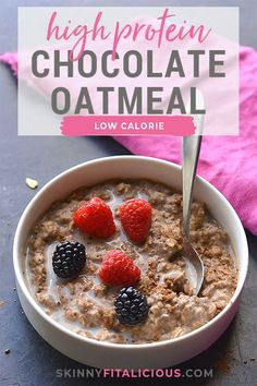 Chocolate Protein Oatmeal! A high protein breakfast is best for balancing insulin, leptin and ghrelin. #protein #oatmeal #chocolate #highprotein #breakfast #glutenfree #lowcalorie #hormones Low Calorie Breakfast, Healthy Low Calorie Meals, High Carb Foods, High Protein Breakfast, Low Calorie Recipes, Healthy Breakfast Recipes, Low Carb, Carbs In Oatmeal, Protein Oatmeal