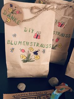 Instead of flowers – there is a DIY bouquet consisting of homemade seed bombs and a colorful flower spinner. you very much# Educator # Farewell # Holidays # Kindergarten farewell gift # School holidays # Small gift Cute Gifts, Diy Gifts, Flowers Wallpaper, Saint Valentin Diy, Diy Pinterest, Paper Bag Crafts, Instead Of Flowers, Goodbye Gifts, Seed Bombs