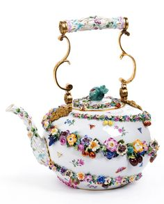 Meissen Porcelain Teapot Height (indicated with a handle): 30 cm. At the bottom of swords in blue. Around 1860 / 1880th