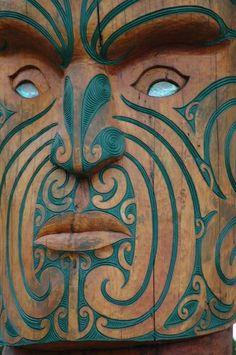 photo by H E P maori sculpture eyes and face (New Zealand) color enhanced Arte Tribal, Tribal Art, Art Maori, Kunst Der Aborigines, New Zealand Tattoo, Maori People, Maori Designs, Tattoo Designs, Irezumi Tattoos