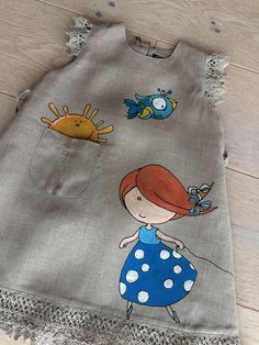 This light and airy toddler grey dress with painted lovely girl on it is unique vintage style dress for your little girls from our collection of natur. Dresses Kids Girl, Toddler Girl Outfits, Toddler Dress, Baby Dress, Kids Outfits, Dress Girl, Fabric Paint Shirt, Paint Shirts, Fabric Painting