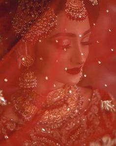 Pakistani Bridal Makeup, Pakistani Wedding Outfits, Bridal Outfits, Indian Bridal Photos, Indian Bridal Fashion, Photoshoot Video, Bridal Photoshoot, Indian Wedding Video, Wedding Videos