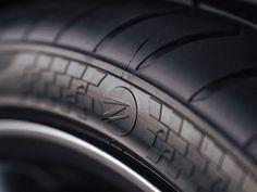 532.812 Euro für vier Reifen sind natürlich erst mal hart zu schlucken. Was rechtfertigt eine so astronomisch hohe Summe? Z Tyre jedenfalls hat keine Kosten und Mühen gescheut und für seine Rekord-Reifen Auto News, Autos, Most Expensive Jewelry, World Records