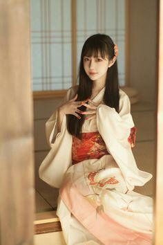 Cute Japanese Girl, Female Pictures, Cute Cosplay, Cute Asian Girls, Asian Ladies, Japan Girl, Sexy Stockings, Japanese Kimono, Beautiful Asian Women