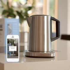 Fernbedienbares Wasserkoch-Erlebnis. Der WLAN Wasserkocher, den Sie über Tablet oder Smartphone steuern, ist ein ideales Geschenk für Teetrinker oder zur Wohnungseinweihung.