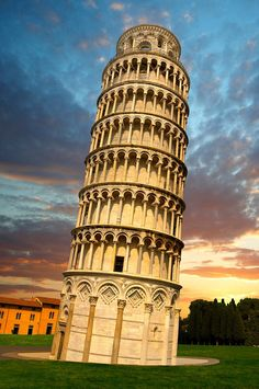 Leaning Tower of Pisa - Tuscany, Italy - Seven Wonders of the Medieval World - Explore the World with Travel Nerd Nici, one Country at a Time. http://TravelNerdNici.com