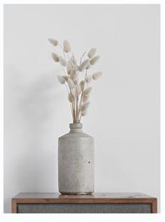 7 Exceptional Cool Tips: Vases Garden Glass Bottles pottery vases qing dynasty.Vases Drawing For Kids modern vases white. Wooden Vase, Metal Vase, Flower Vase Design, Flower Vases, Wabi Sabi, Keramik Design, Paper Vase, Vase Arrangements, Vase Shapes