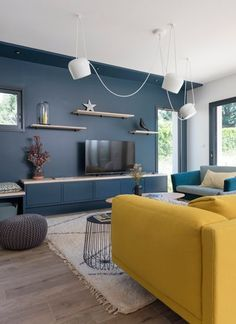 Colours can speak so much. From real personality to desired living room look, count on colours. And don't hesitate to experiment with unusual colours for the area. In our list of living room . Read Elegant Living Room Color Ideas 2020 (Don't Miss Em) Living Room Color Schemes, Living Room Colors, New Living Room, Interior Design Living Room, Living Room Designs, Living Room Decor, Salon Interior Design, Elegant Living Room, Living Room Inspiration