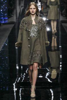 Ermanno Scervino Fall 2015 Ready-to-Wear Collection Photos - Vogue Runway Fashion, High Fashion, Fashion Show, Womens Fashion, Fashion Design, Fashion 2015, Milan Fashion, Vogue, Mode Chic