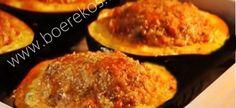 2 gunstelinge in kyk nou net so frikkadel ! Maak 'n mooi diep holte met eetlepel in elke skorsie Frikkadelle: 500 g maa… South African Dishes, South African Recipes, Mince Recipes, Cooking Recipes, Braai Recipes, Yummy Recipes, Healthy Recipes, Vegetable Dishes, Vegetable Recipes