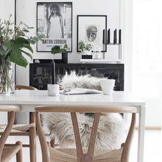 Gorgeous dining space!☀️Credit: stylizimoblog.com #ystol #wegner #kubus #bylassen #danishdesign #inspiration #stylizimoblog #interior #indretning #nordicliving #nordicdesign #beautiful #homesickblog #detydre #interiordesign #interior4all