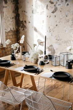 """Minimalist Wedding Vibes at Quay Project, New Zealand """"Captured by the legend @ciaramulliganvisuals from our @twofoxesrentals open day Thanks to our pals @theprettypropshop for the epic cutlery, @justmytype_nz for some rad stationery and @clickforhire for the beautiful glassware florals @lydiareusser candles by @blackblazesydney, Opening Day, Classic Chic, Minimalist Wedding, Foxes, Cutlery, Florals, Stationery, Candles, Natural"""