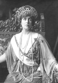 Portrait of H. Queen Marie of Romania, née Princess of Edinburgh and Saxony-Coburg-Gotha by George Grantham Bain. Queen Mary, King Queen, Queen Elizabeth, History Of Romania, Romanian Royal Family, Winter's Tale, Blue Bloods, Royal Jewels, Kaiser