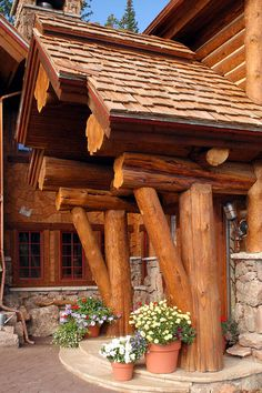 Log entrance. Love this! Would love to redo the siding on our house to make it look like a log cabin but Raymond & I were told it'd make our homeowner's insurance sky rocket. Boo. :(