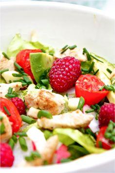 Salade composée, fruits et légumes colorés